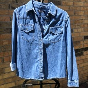 ADurable Jean jacket size small relativity